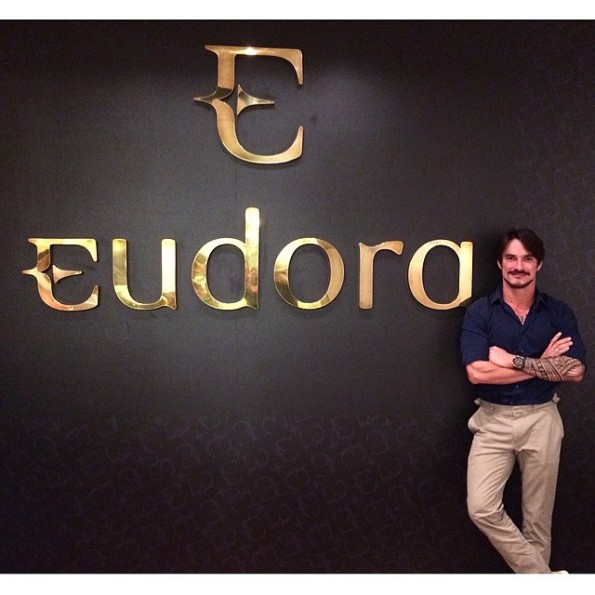 lavozier Maquiador profissional Eudora